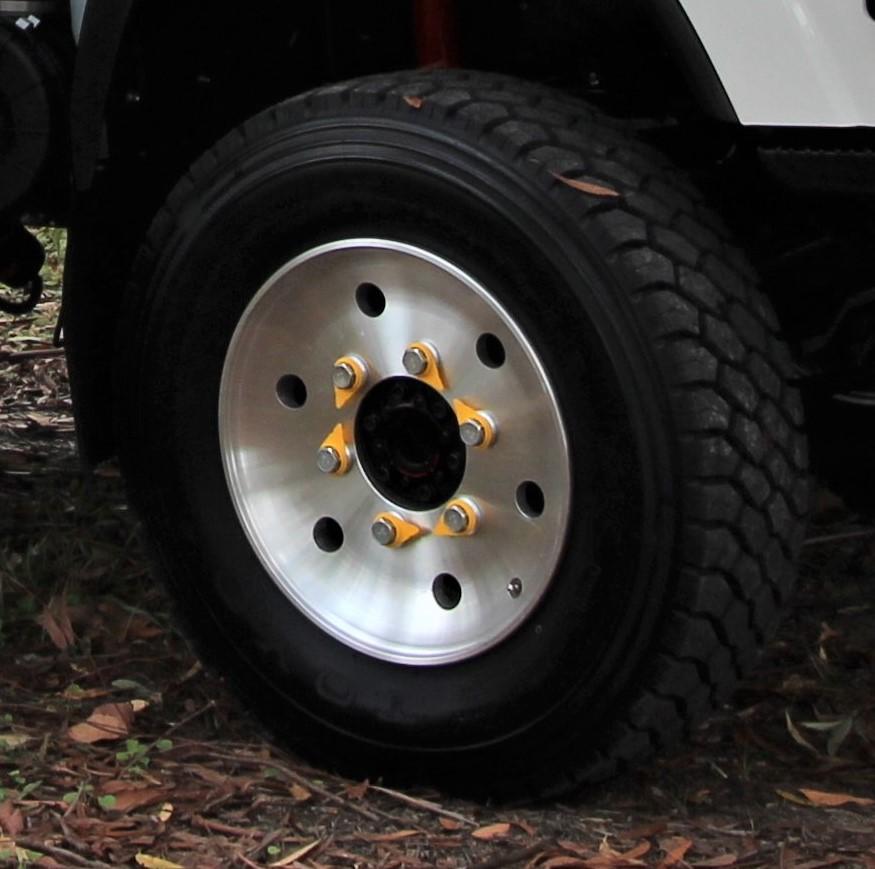 isuzu 75 45 155 nps300 4×4 single wheels